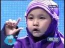 Маленькая девочка читает Коран с сурдопереводом