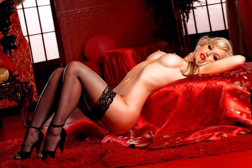 Фото секс в красном