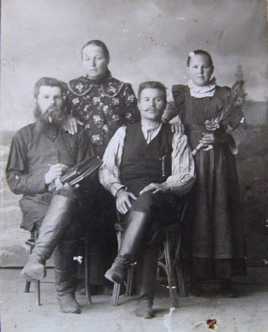 Казаки Кладеновы, в доме которых ночевал император. Из архива Виниченко С.