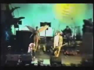 Kurt Cobain imitates Axl Rose - legendary snake dance