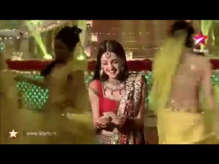 Sanaya Irani dancing on Bahara