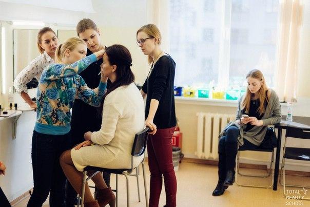 Делать красивые макияжи и хорошо выглядеть каждый день научат всех желающих в Total Beauty School.
