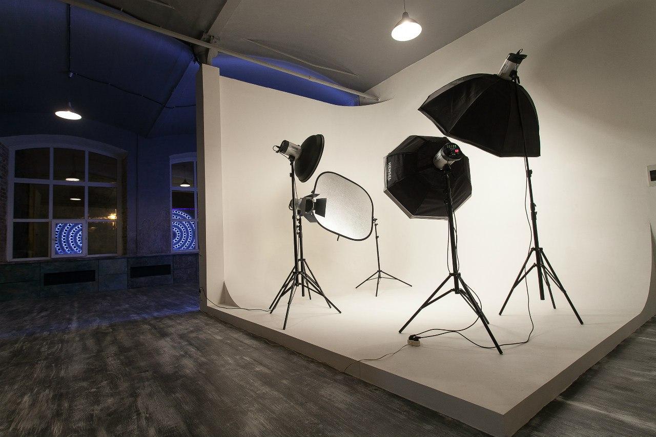 оборудован как сделать циклораму для фотостудии стене телефон