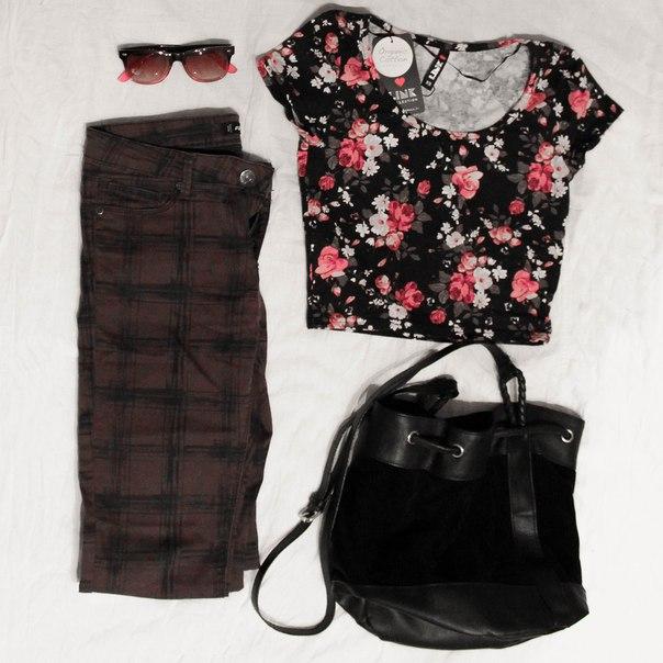 85c873b5f8e7 Футболочка LINK (200 р) укороченная XS; джинсы FB sisters - XS (300 р),  сумочка H&M (300 р), очки в подарок, если берёте всё вещи с картинки разом