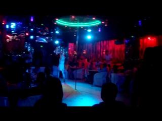 (13 августа) в ночном клубе