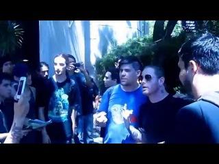 Corey Taylor (#8) с фанатами Stone Sour в Чили (2012)
