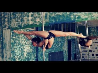 Скриншот: Танец на шесте. Стриптиз от сексуальной Elisabeth Marchenko (порно Net)