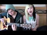 Милая девушка  круто поет  а парень играет на гитаре