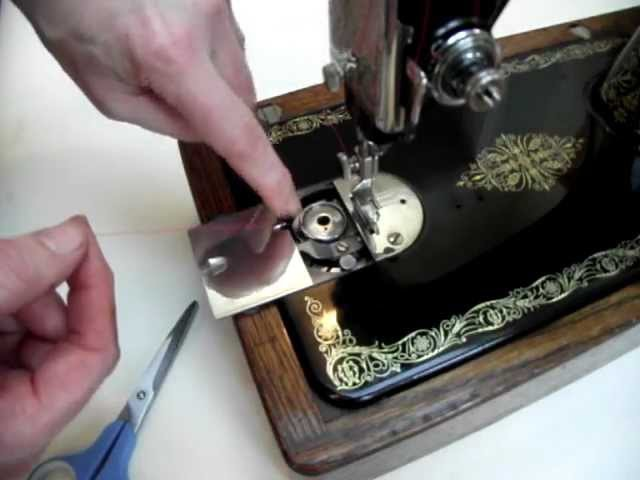 How to thread a vintage round bobbin sewing machine - Singer 99K