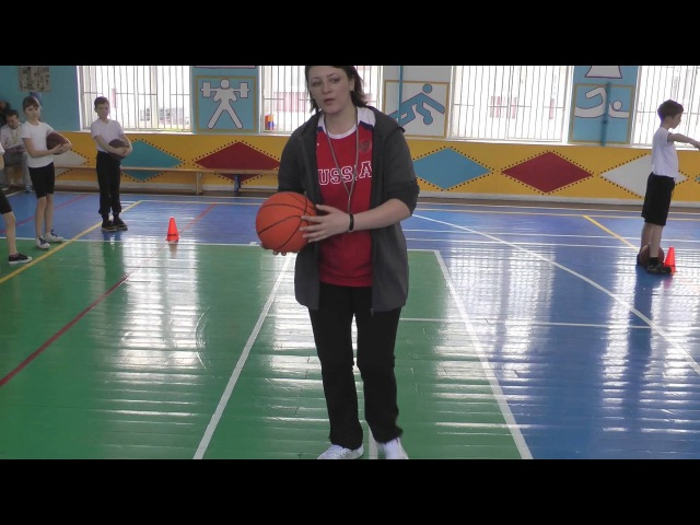 Урок баскетбола в школе № 1412