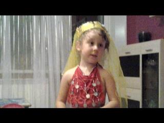 кукольный театр красивых платьев