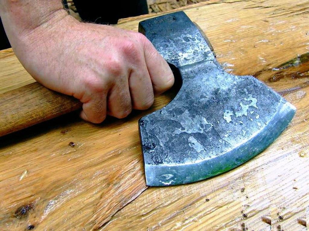 45-летний таганрожец убил 23-летнего племянника топором
