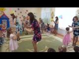 танец мам с дочками (средняя группа)