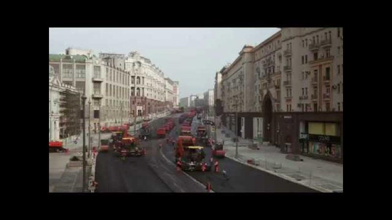 Tímto způsobem se asfaltuje v Rusku. Za jeden den 800 tun asfaltové směsi. Inspiruje se Česko?