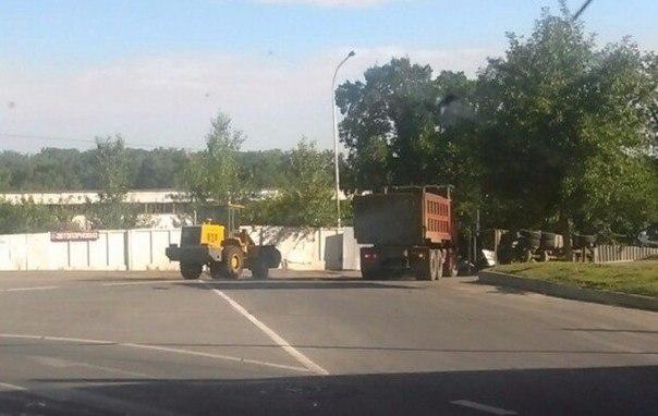 Фото: В Уфе на перекрестке опрокинулся грузовик «Скания»