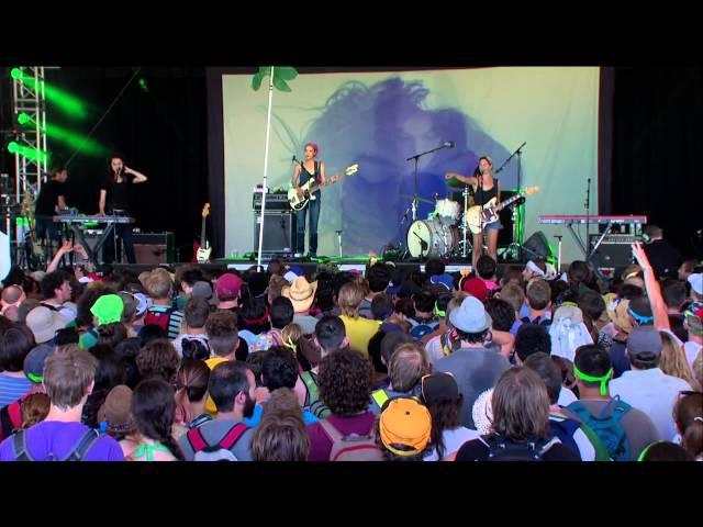 Warpaint - Live At Bonnaroo Music Arts Festival 15.06.2014 [720p]