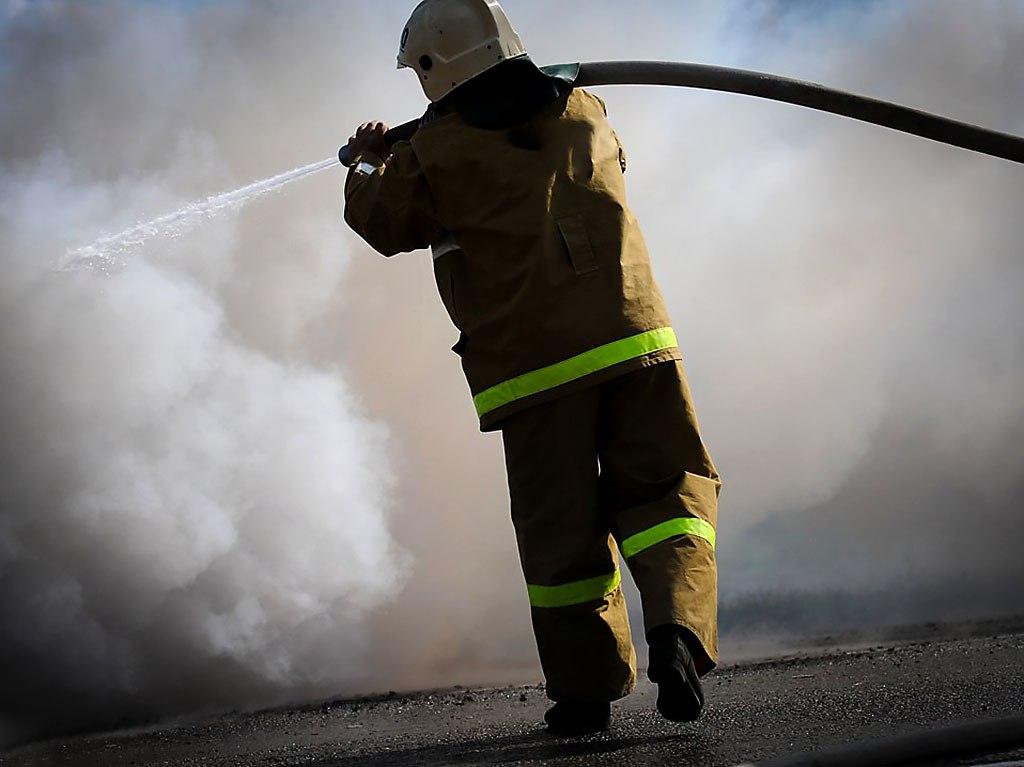 Гараж вместе с автомобилем «ВАЗ-2104» сгорел под Таганрогом
