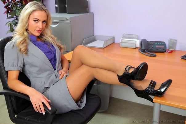 Видео две секретарши