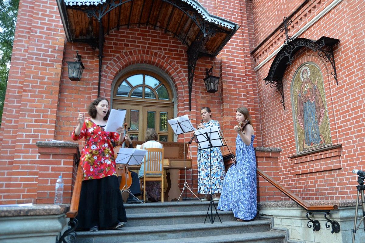 03.07.2016 Концерт барочной музыки на площади перед Пущинским храмом