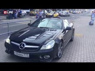Мажор на кабриолете унизил полицейского и скрылся в Москве