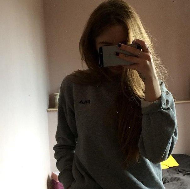 фото без лица в зеркале