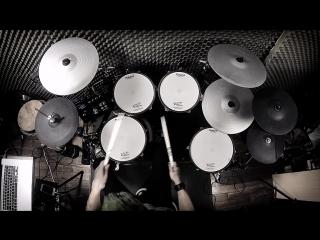 круто играет на барабанах , и крутой косплей на Джокера из Отряда Самоубийства