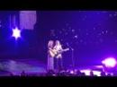 Taylor Swift and Lisa Kudrow (Phoebe Buffay) sing Smelly Cat