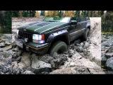 Jeep Grand Cherokee против Нивы по грязи