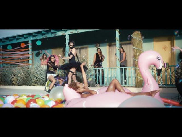 Iakopo Feat. Shaggy - Touchdown - Видео Dailymotion