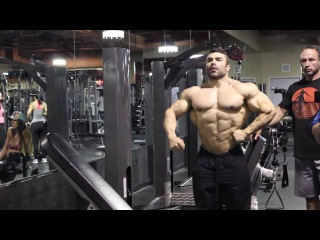 Eduardo Correa Trains Delts & Triceps