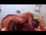 Cemre Candar искупаться в остром соусе перца чили | Bathing in 1250 Bottles of Hot Sauce [Рифмы и Панчи]