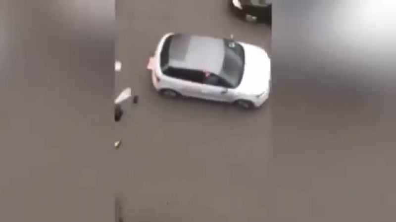 Автомобиль сбил мусульманку во время антиисламского митинга в Моленбеке