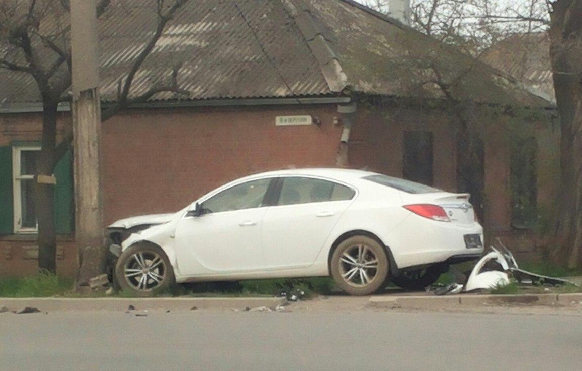 В Таганроге Opel Insignia столкнулся с «ВАЗ-2110»