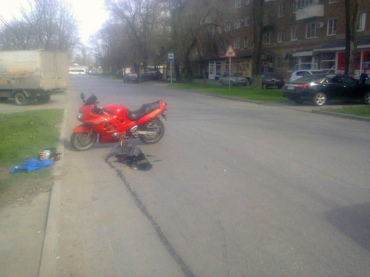 В Таганроге мотоциклист на Suzuki сбил 23-летнюю девушку