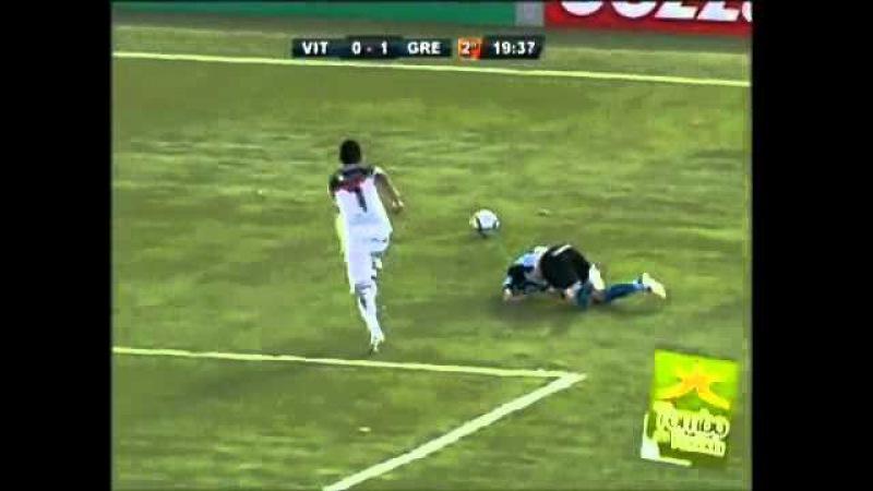 Tombo do Maylson no jogo Vitória 0x3 Grêmio (câmera exclusiva).flv
