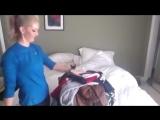 Как девушки собирают чемоданы