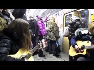 Тёлка с ХТЗ в метро на Салтовской линии