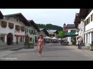 Lola Nude in Public 3