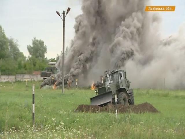 Відео новини - Навчання на Самбірському полігоні саперів | «Факти»