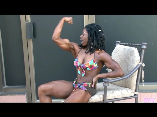 ebony muscle girl