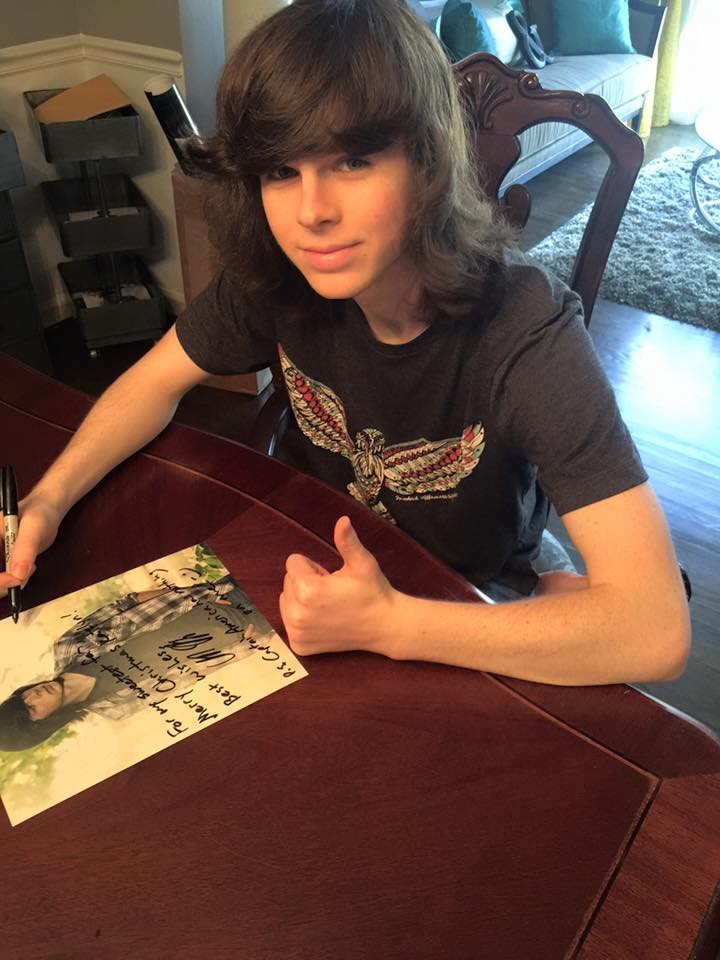 Walking dead s chandler riggs shares grisly snap of prosthetic injury