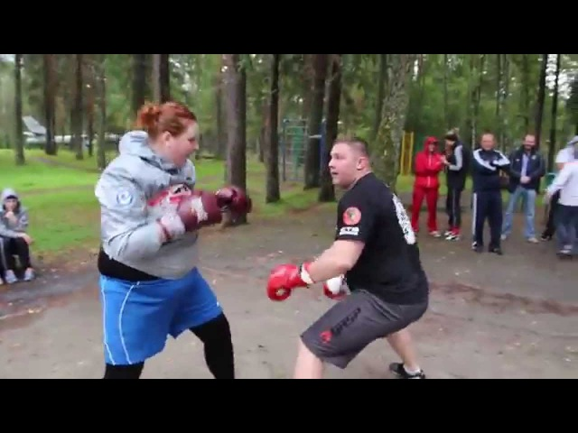 Девушки-боксеры бьют мужика ltdeirb-,jrcths ,m.n ve;brf