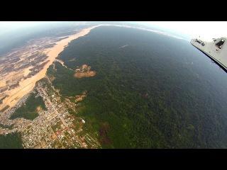 Это видеоролик Амазонки с самолёта. Жёлтые пятна - это результат вырубки лесов и выгребки полезных ископаемых производимой американскими Концернами.