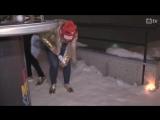 Тириль Экхофф пытается разобраться с бутылкой чемпионского шампанского