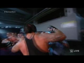 Гробовщик против Брока Леснара-драка за рингом