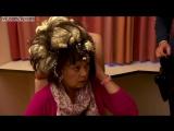 Женщина перепутала баллон МУССА для волос и МОНТАЖНОЙ ПЕНЫ / Woman mistakes builder's foam for hair mousse and sprayed it