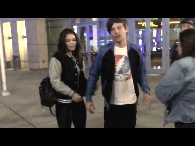 Даниэль и Луи покидают кинотеатр