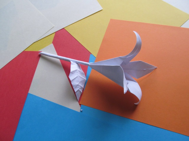 ЦВЕТОК ЛИЛИЯ Стебелек и Листочек Оригами Своими Руками из Бумаги для Начинающих Видео