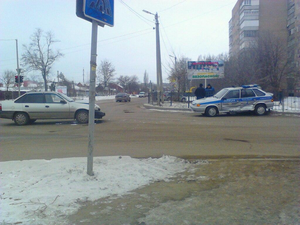 В Таганроге в ДТП попал полицейский автомобиль, ехавший по вызову