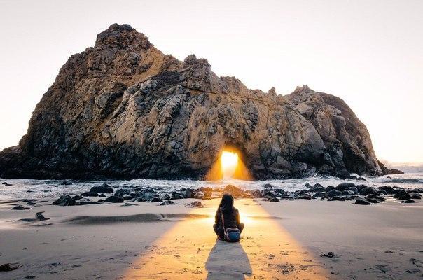 Несчастным или счастливым человека делают только его мысли, а не внешние обстоятельства. Управляя своими мыслями, он управляет своим счастьем.